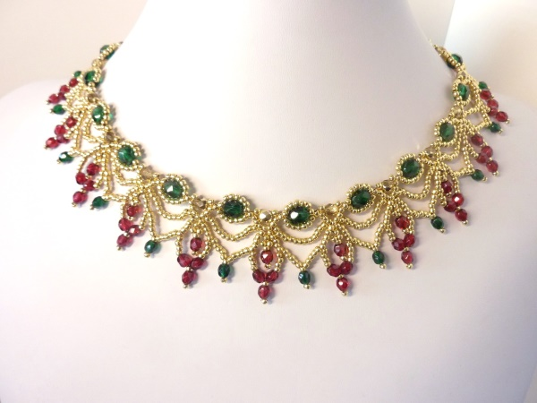 FREE beading pattern for Christmas Cascade Necklace