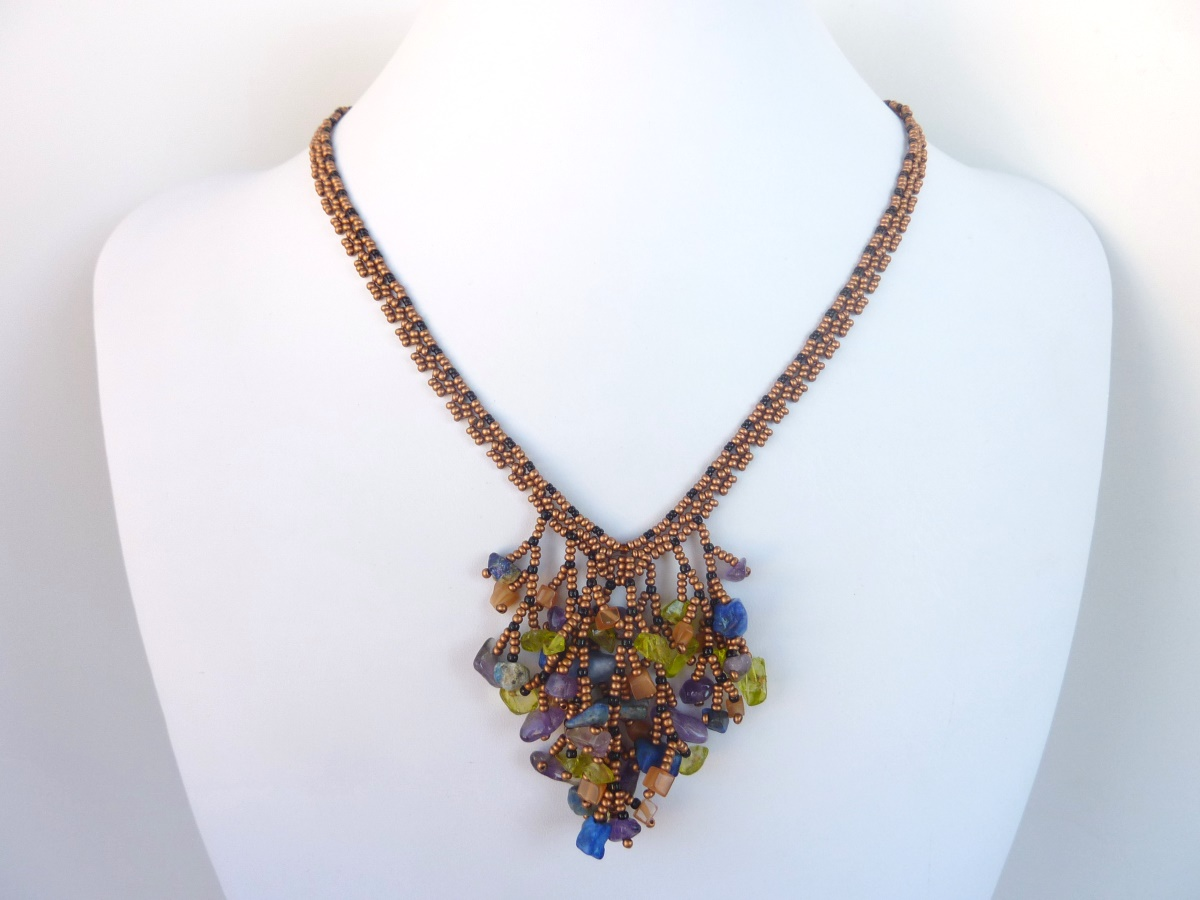 FREE beading pattern for Coraled V necklace
