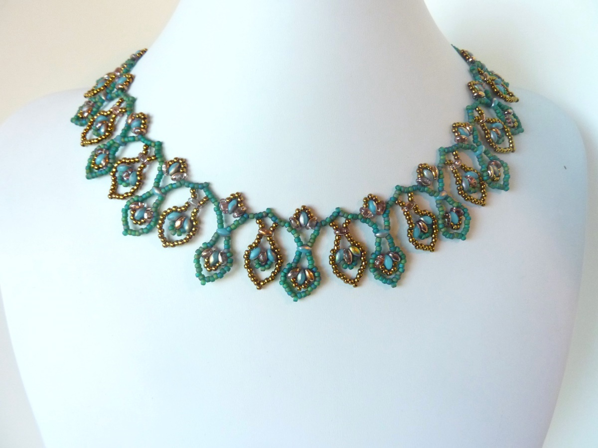 FREE beading pattern for Superduo Leaf Drops Necklace