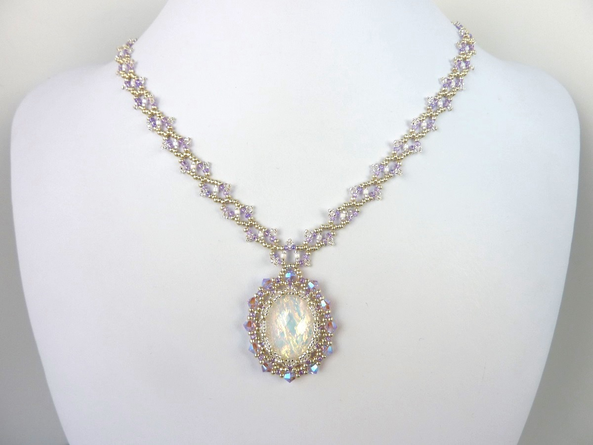 FREE beading pattern for Victorian Netted Bezel on Lacy Chain