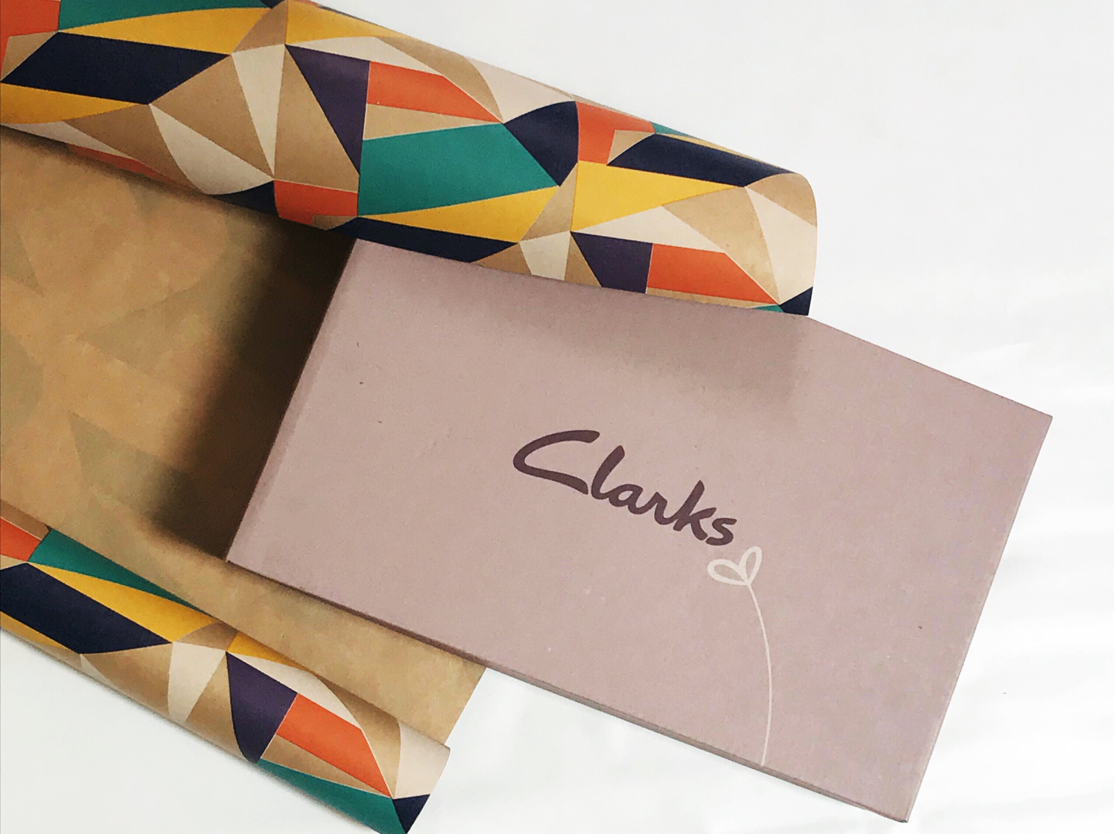 How to Upcycle a Shoe Box as a Gift Box – Easy Upcycle Project
